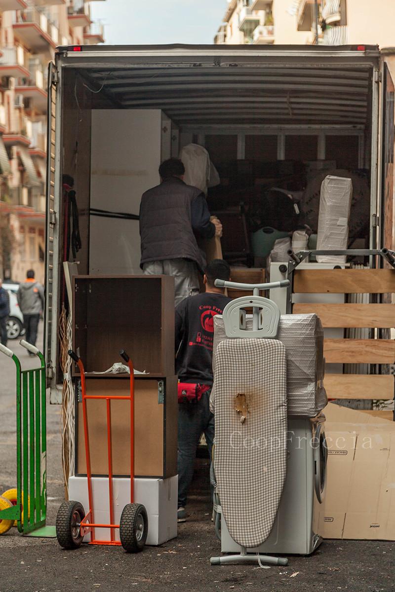 Svuota Appartamenti Gratis Firenze smaltimento mobili roma coop freccia offre il servizio di